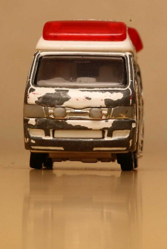 05-2_tomica_ambulance_s